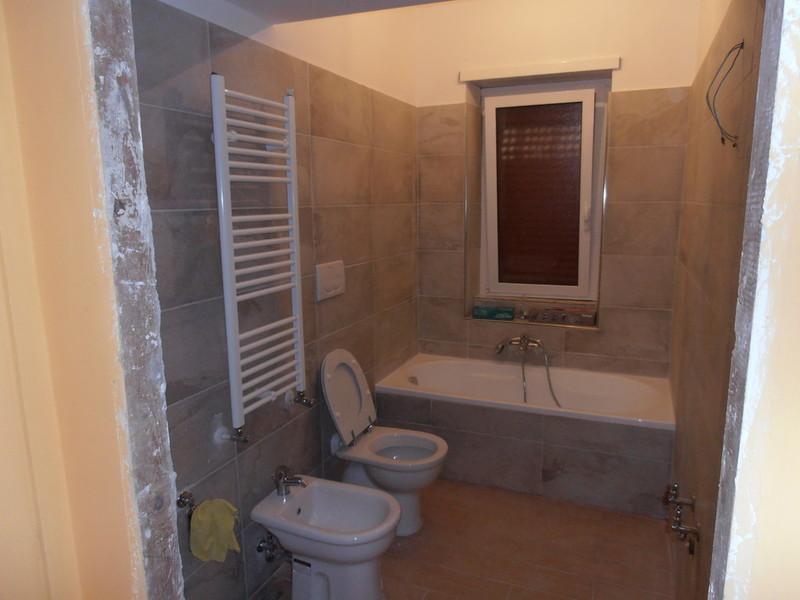 Gruppo cm servizi rifare bagno e cucina for Servizi bagno
