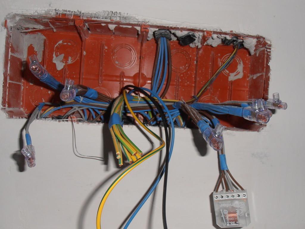 Gruppo cm servizi offerta impianto elettrico - Colori dei fili impianto elettrico casa ...
